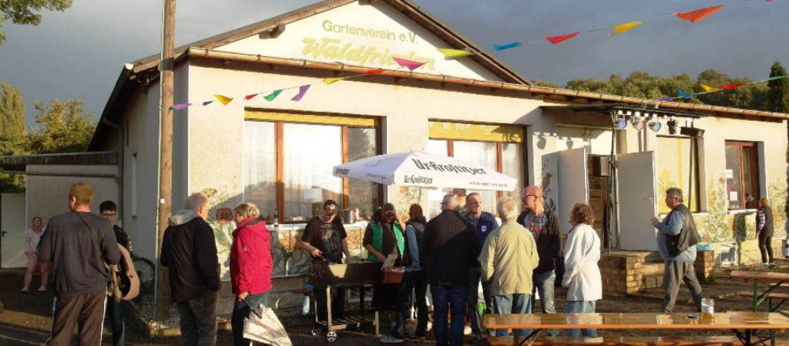 SLK-Foto: Andrang am Grillstand bei deftiger Bratwurst und Co.