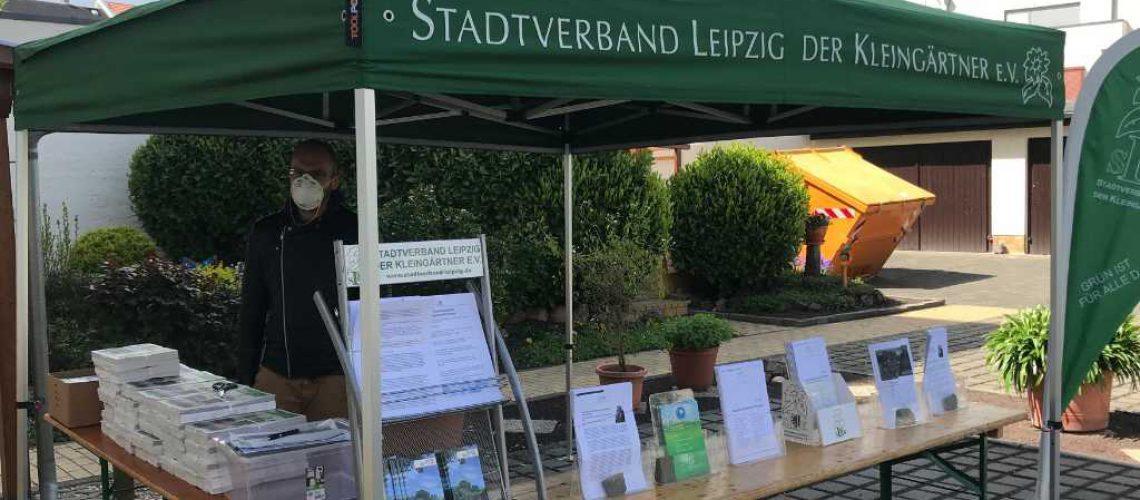 Der Leipziger Gartenfreund wurde vor dem Eingang unserer Geschäftsstelle an die Vorstände ausgegeben. Foto - SLK