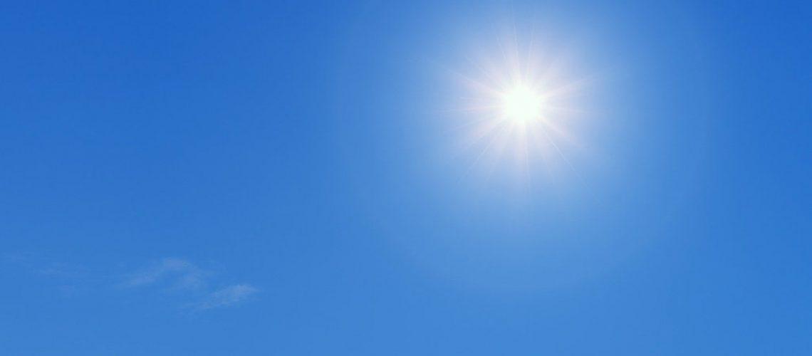 Die zunehmende Sonnenscheindauer im Frühjahr führt zu einem vorgezogenen Vegetationsbeginn und entzieht den Pfl anzen, die dann anfälliger für Spätfröste sind, die dringend benötigte Feuchtigkeit. Foto: Bild von jplenio auf Pixabay